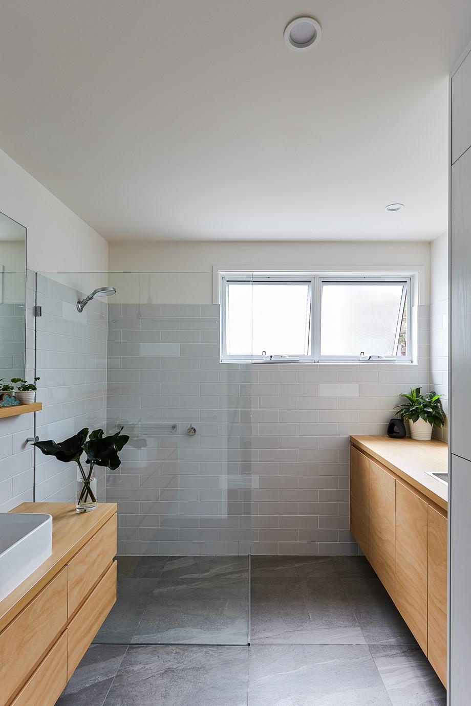 ห้องน้ำสะอาดสว่าง