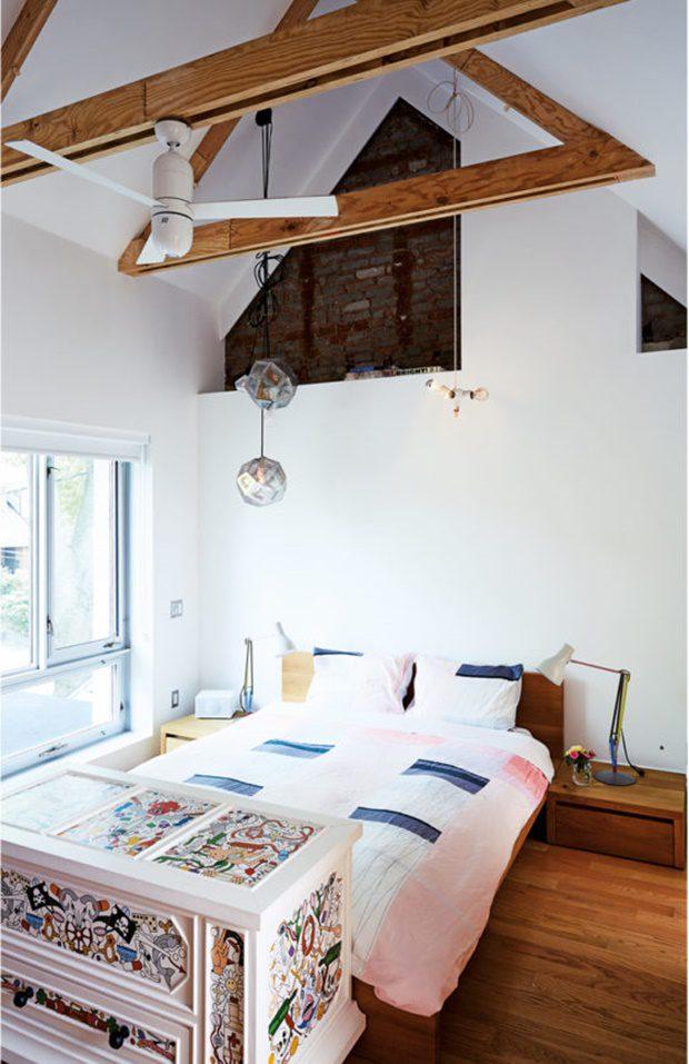 ห้องนอนเพดานจั่วสูง