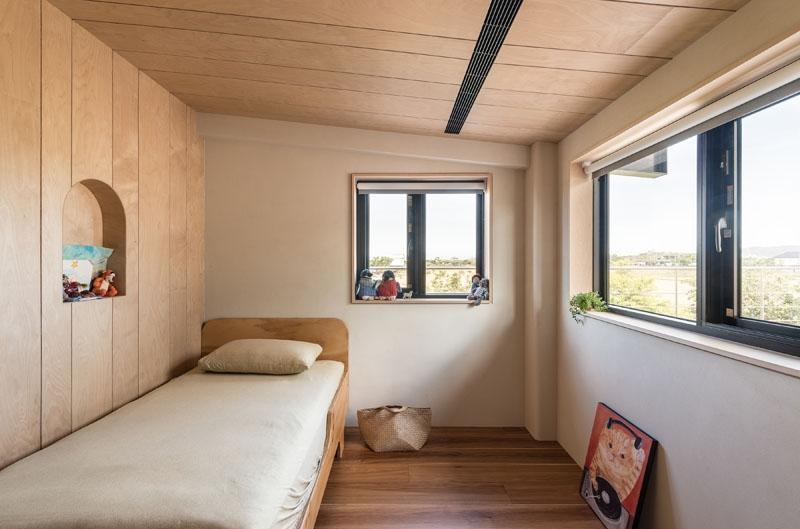 ห้องนอนเล็ก ๆ มองเห็นวิว