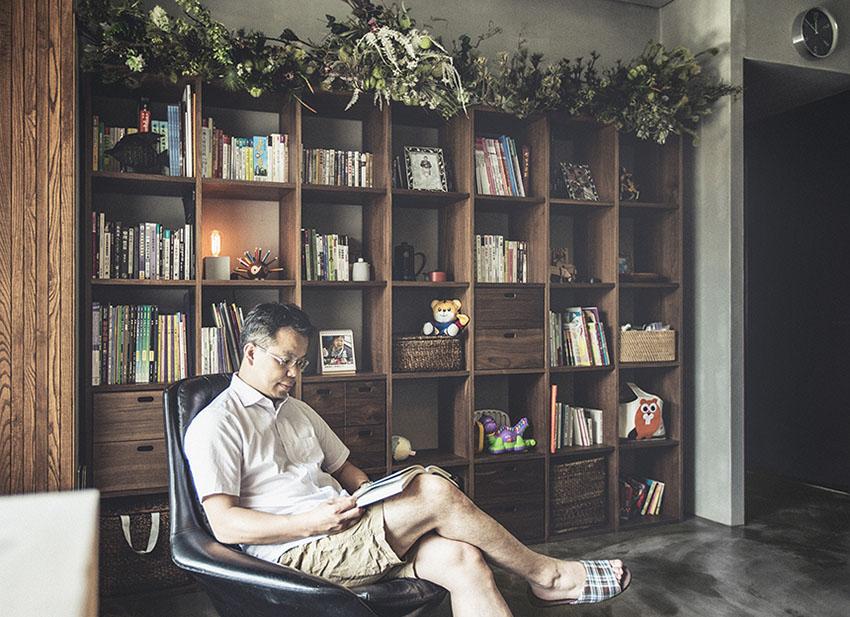 ชั้นวางหนังสือไม้