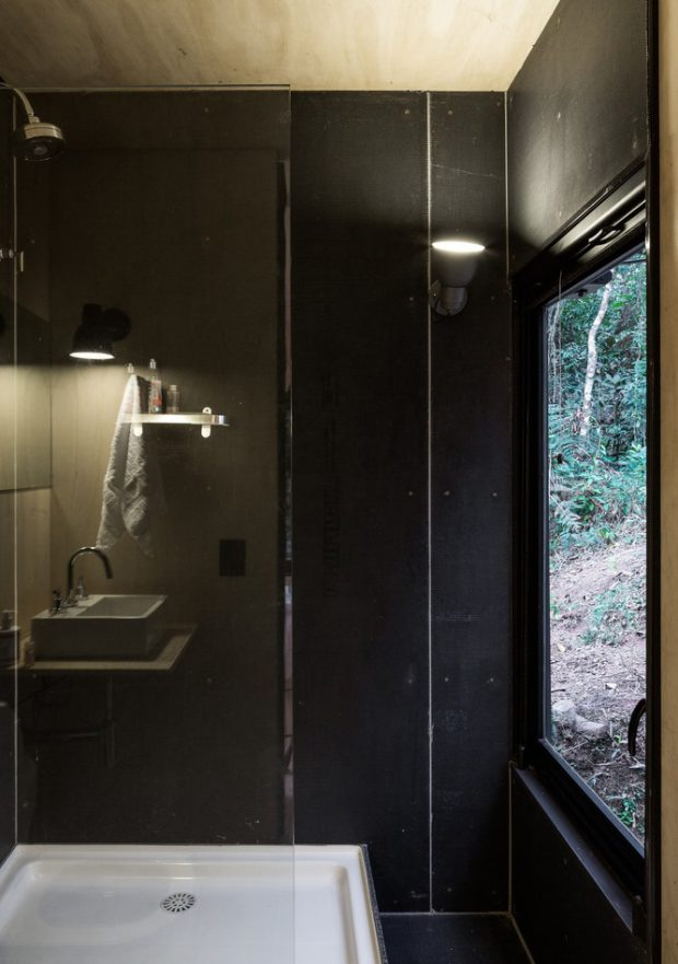 ห้องน้ำติดช่องแสงขนาดใหญ่