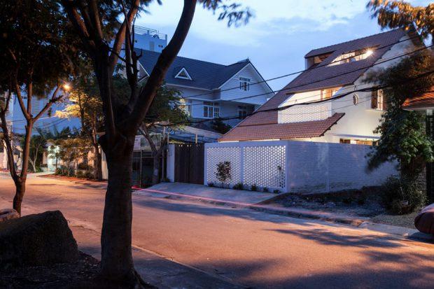 บ้านเจาะช่องแสงบนหลังคา