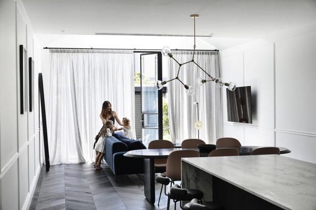 ห้องนั่งเล่นกับครัว