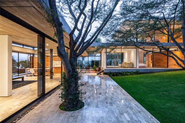 บ้านที่อยู่ร่วมกับธรรมชาติ