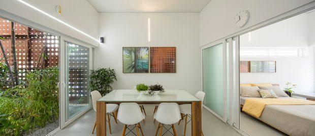 โต๊ะทานข้าวเชื่อมต่อห้องนอนและสวน