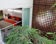 ห้องนอนชั้นสองเปิดมองเห็นสวน
