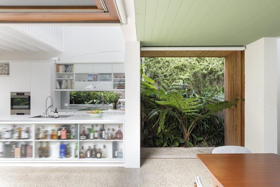 ช่องเปิดขนาดใหญ่ในบ้าน