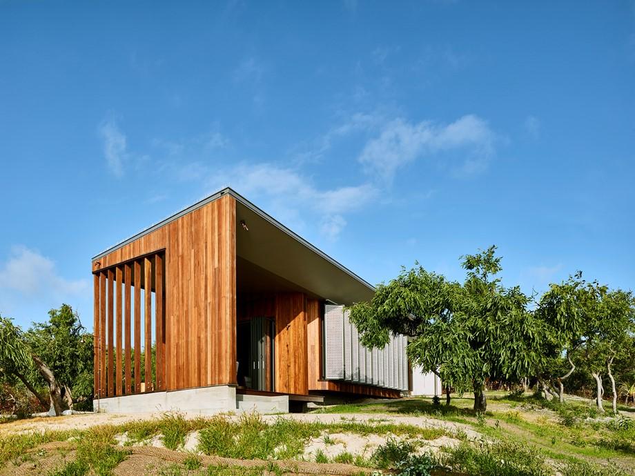 บ้านไม้มีพื้นที่ว่างโปร่งโล่ง