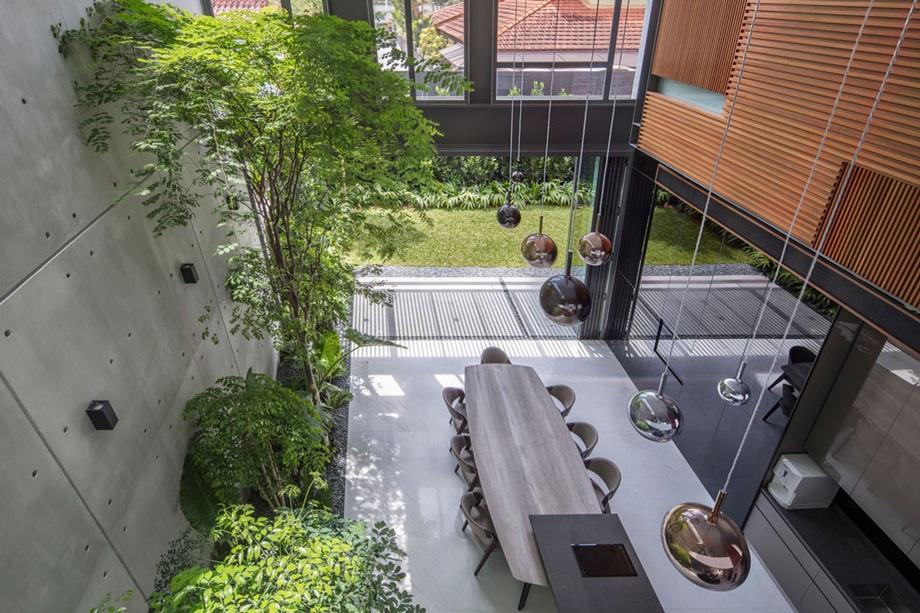 บ้านโถงสูงจัดสวนไว้ในบ้าน