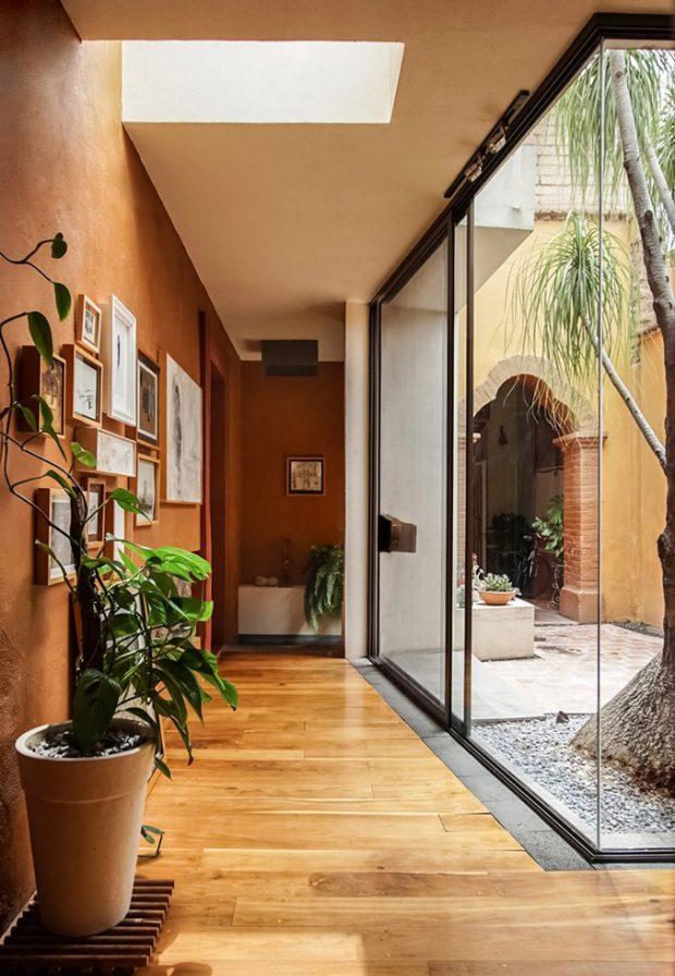 ผนังกระจกเชื่อมต่อบ้านกับสวน