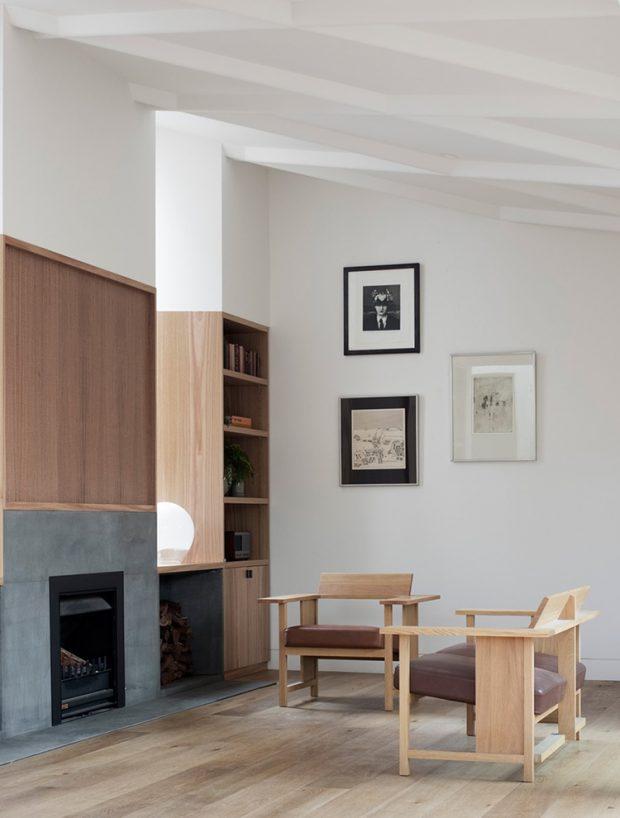 บ้านทาสีขาวตกแต่งคอนกรีตและไม้