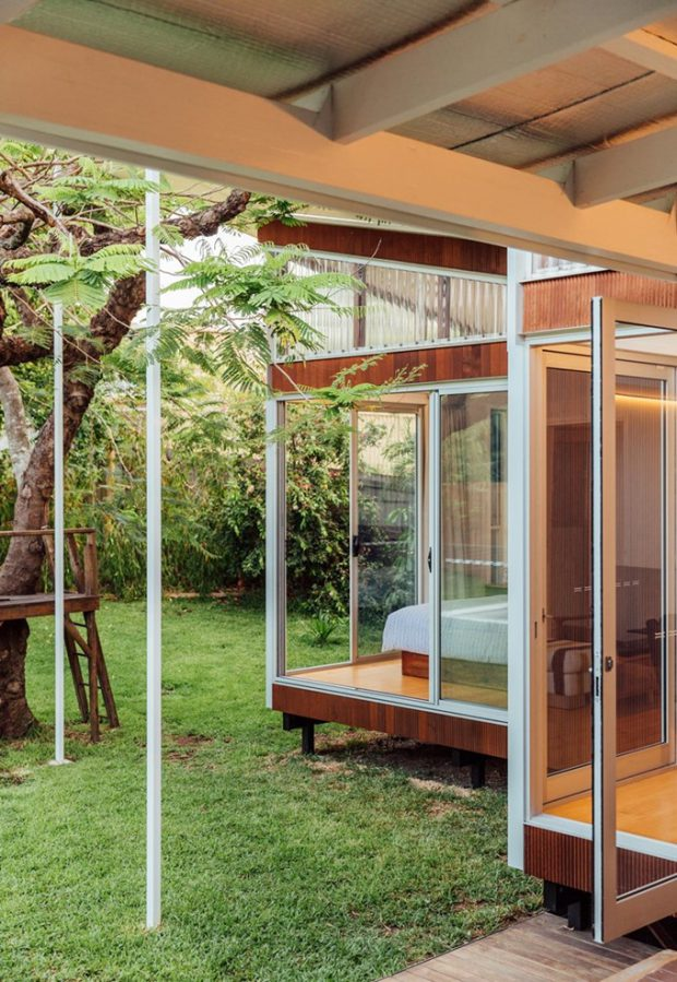 ประตูกระจกมองเห็นสวน