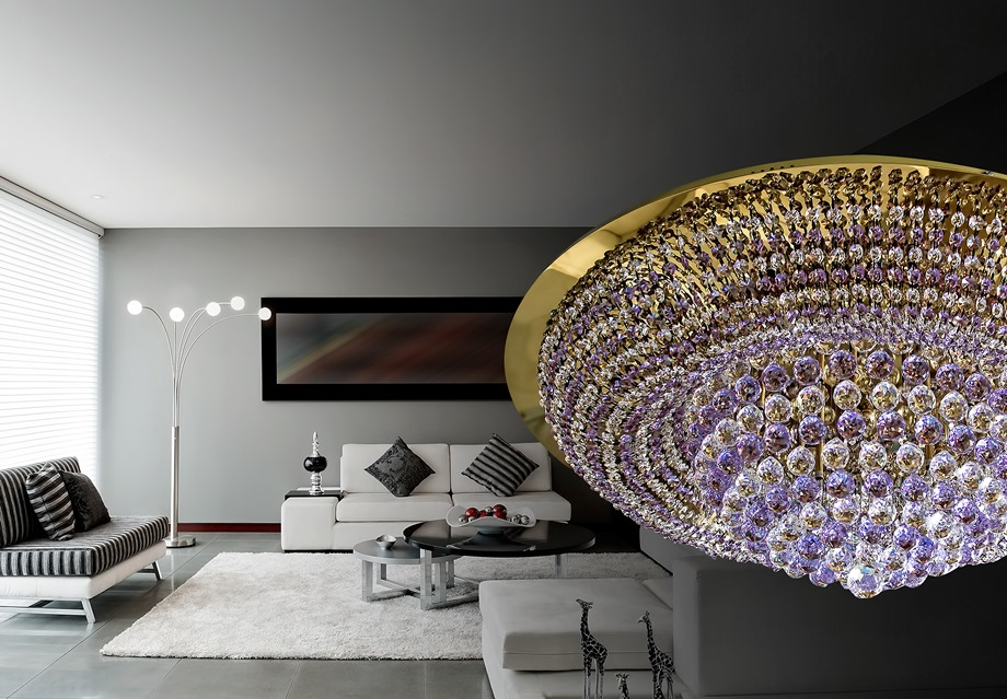 โคมไฟระย้าในบ้านสไตล์โมเดิร์น