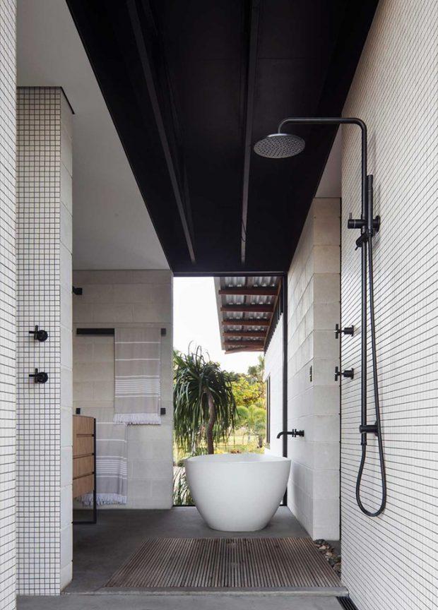 ห้องอาบน้ำกึ่งเอาท์ดอร์