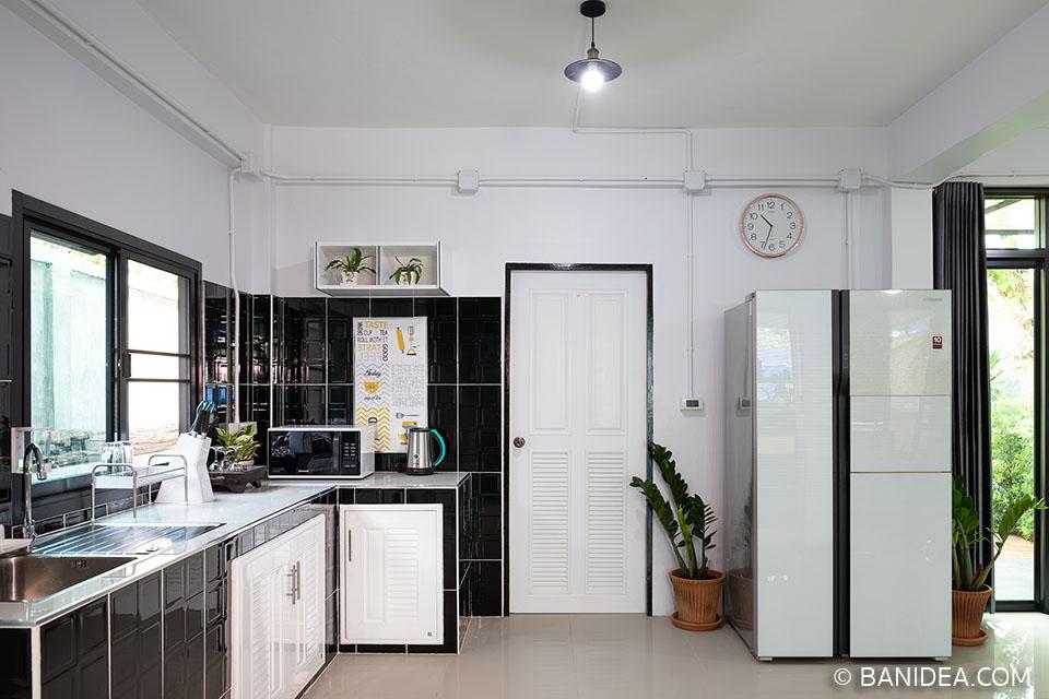 ตู้เย็นสีขาว