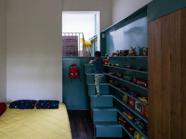 บันไดเล็ก ๆ ในห้องนอนเด็ก