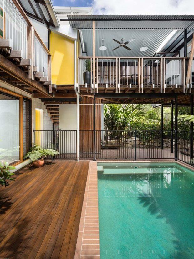 ชานบ้านเชื่อมสระว่ายน้ำ