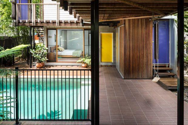 บ้านล้อมสวนและสระว่ายน้ำ