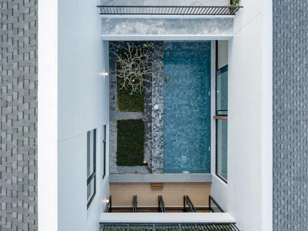 สระว่ายน้ำกลางบ้าน