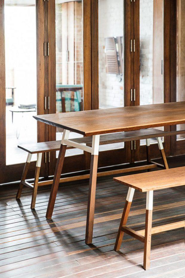 ชุดโต๊ะเก้าอี้ไม้