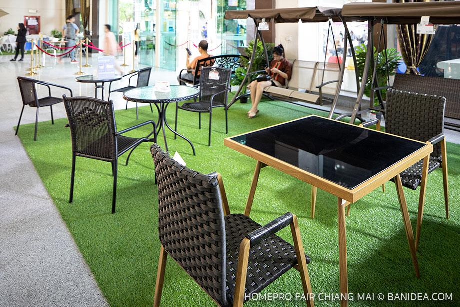 ชุดโตีะเก้าอี้ในสวน