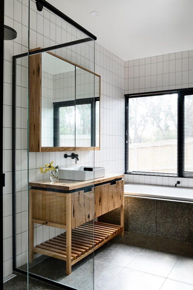 ตกแต่งห้องน้ำโทนขาว-ดำ-ไม้