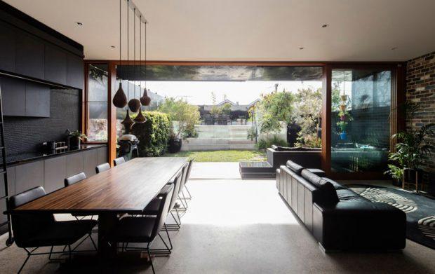 ห้องทานอาหารมองเห็นสวน