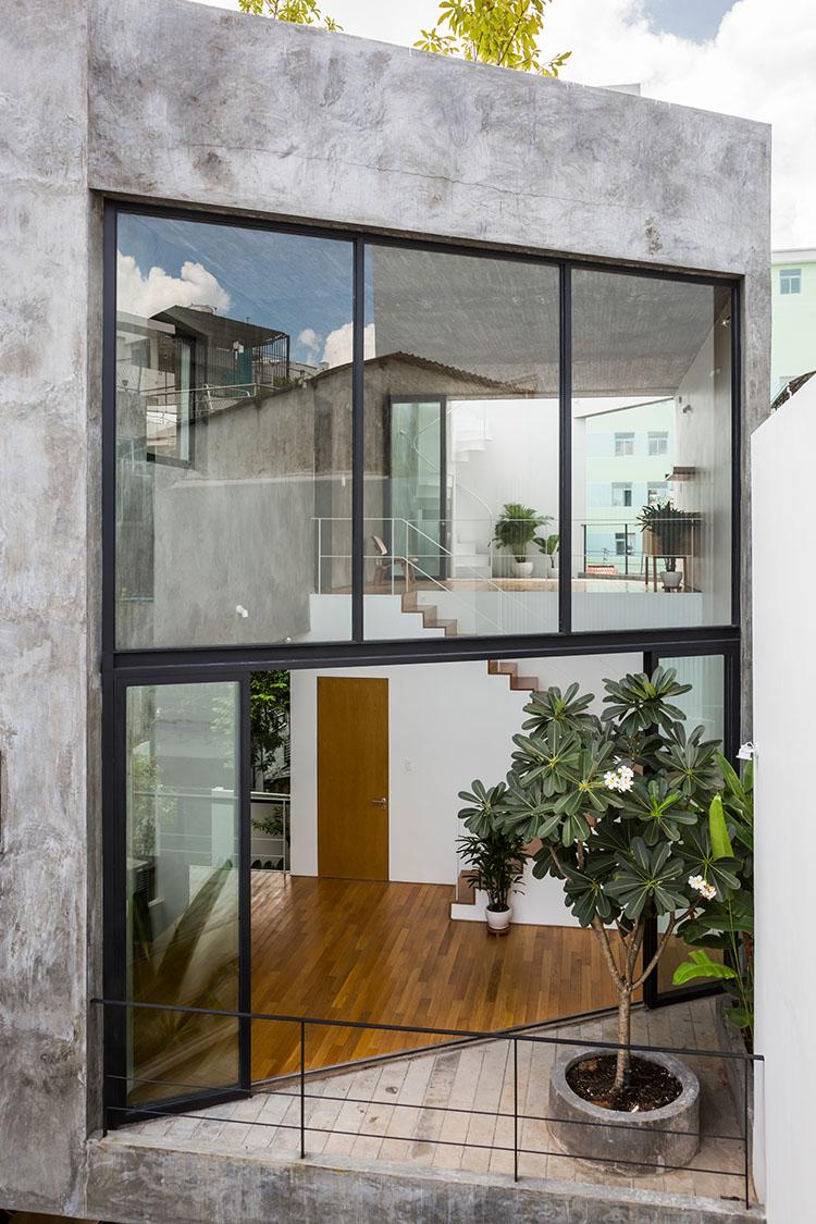ผนังกระจกสูง 2 ชั้น