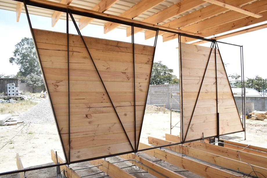 โครงสร้างผนังเหล็กข้ออ้อยและไม้