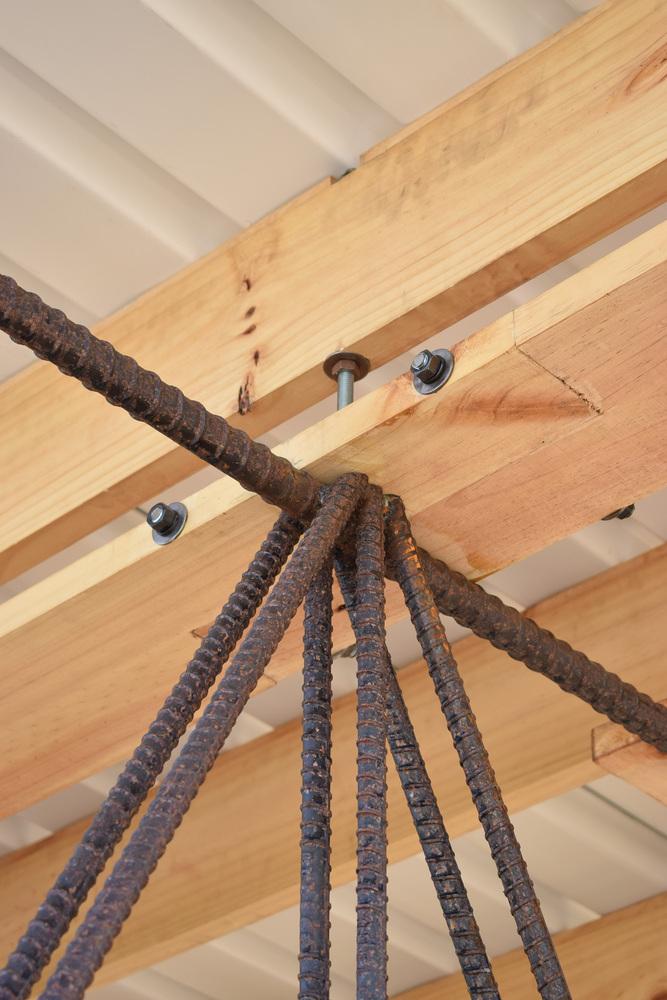 โครงหลังคาจากเหล็กและไม้