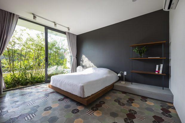 ห้องนอนมีสวนข้าง ๆ