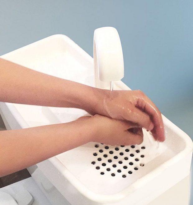 อ่างล้างมือบนชักโครก