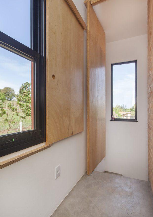 บานประตูหน้าต่างไม้อัด