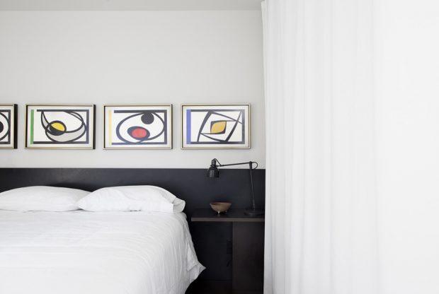ห้องนอนโทนสีขาว-ดำ