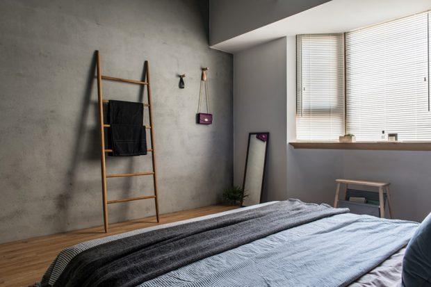 ห้องนอนเรียบง่ายผนังคอนกรีต