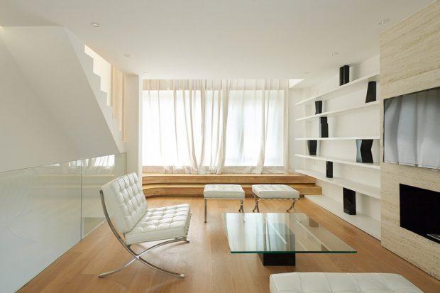 ห้องนั่งเล่นโทนสีขาวตัดดำ