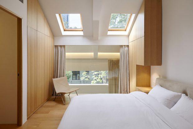 ห้องนอนหลังคาเจาะช่องแสงสกายไลท์