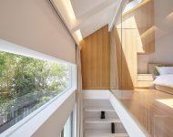ผนังกระจกและช่องแสงสกายไลท์