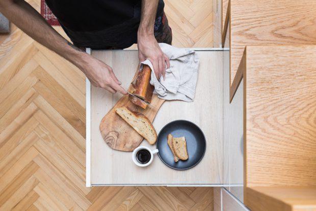 โต๊ะทานข้าวซ่อนในช่องบันได