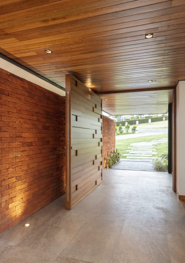 ประตูบานหมุนแบบ oversize