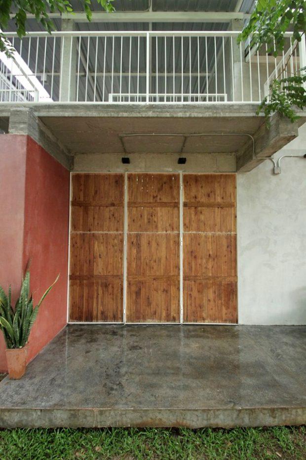 ประตูไม้สั่งทำพิเศษ