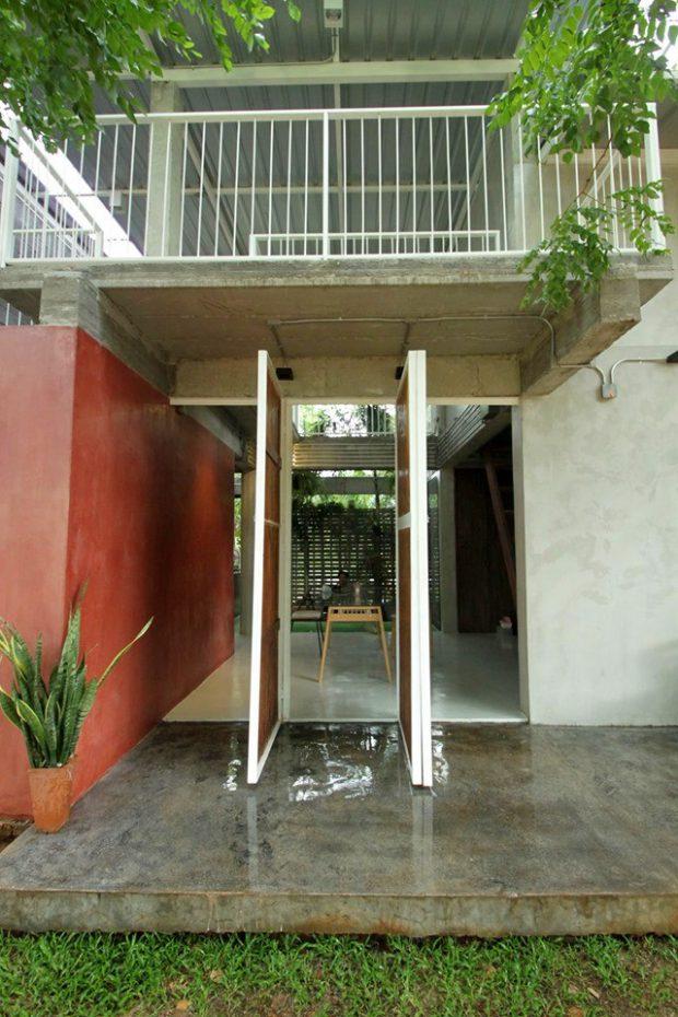 ประตู 3 บานขนาดใหญ่