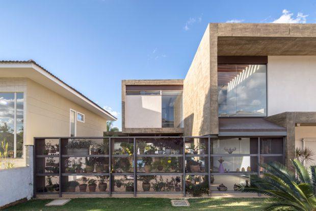 บ้านคอนกรีตกับสวนแนวตั้ง