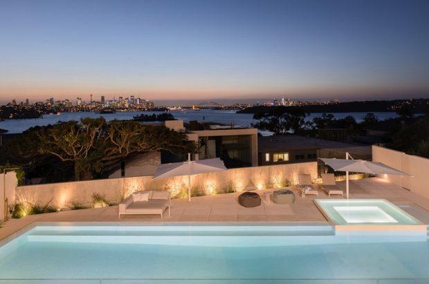 สระว่ายน้ำบนหลังคาบ้าน