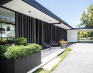 ผนังบ้านไม้สีดำ