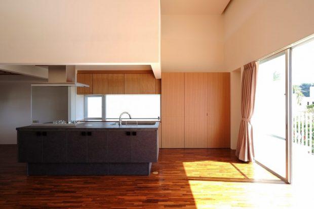 ประตูกระจกขนาดใหญ่ในครัว