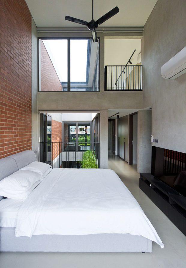 ห้องนอนโถงสูงผนังกระจก