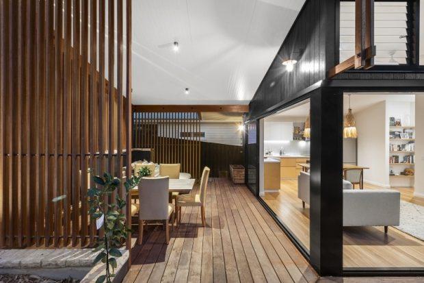 ห้องครัวเปิดเชื่อมต่อมุมทานอาหารนอกบ้าน