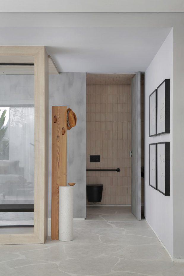 ประตูห้องน้ำเนียนไปกับผนัง