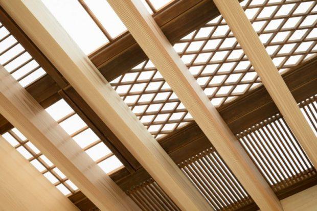 คานและฝ้าเพดานโปร่ง ๆ
